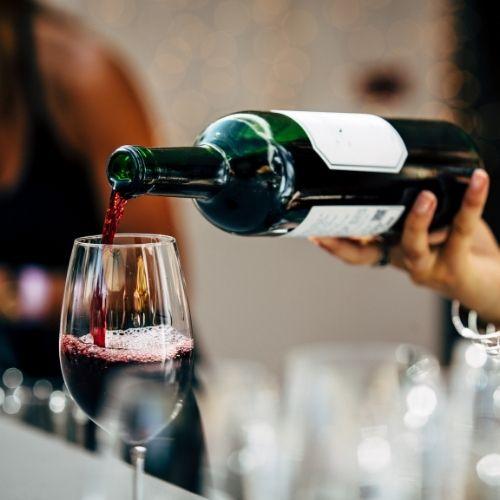 יין ישראלי מומלץ לאירוח – טיפים שלא תרצו לפספס